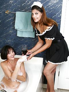 Moms Bathroom Pics